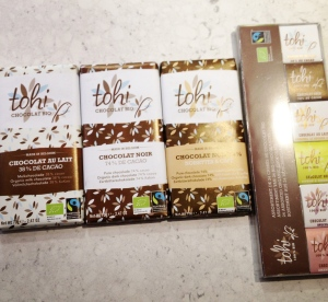 3 flavors: - dark chocolate 74% cocoa - milk chocolate 38% cocoa - dark chocolate with hazelnuts and coffee  Box of 24 gourmet squares